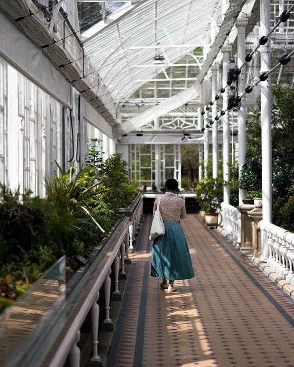 Hiện có khoảng 925 loài trong tổng số 20.000 giống cây đang được trồng và trưng bày tại đây, đặc biệt là những chậu bonsai do các nghệ nhân chăm sóc cẩn thận, thích hợp dành cho người yêu cây cảnh. Ảnh brianmbm