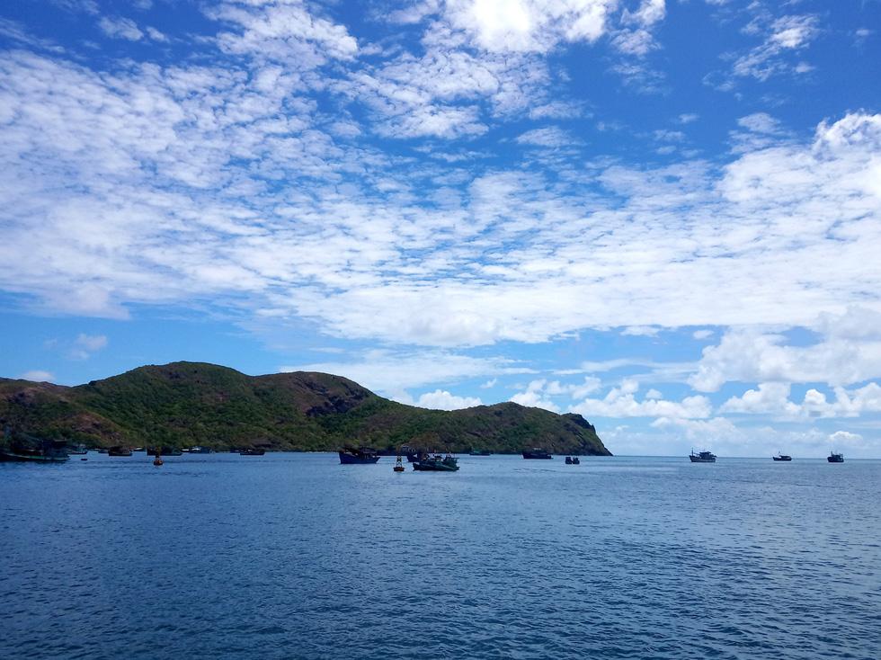 Côn Đảo những ngày hè là cả một màu xanh trong của trời và biển