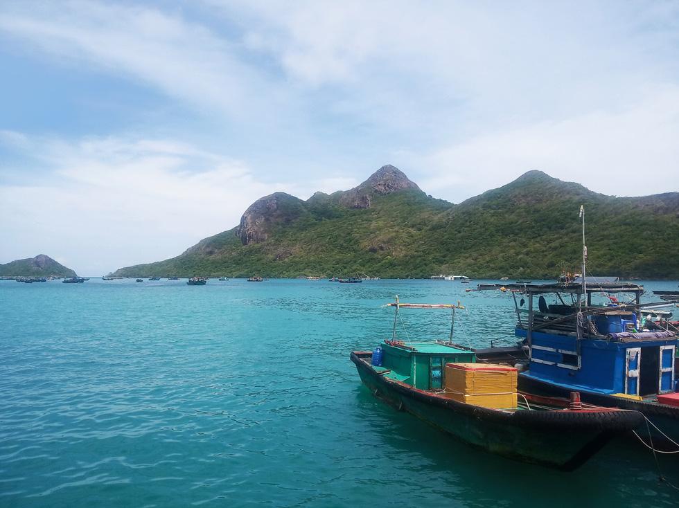 Đến du lịch Côn Đảo những ngày này, bạn sẽ choáng ngợp trước màu xanh của biển trời