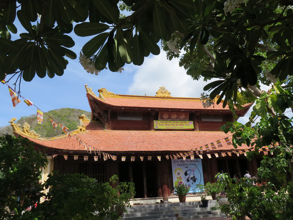 Chùa Vân Sơn Tự trên núi Một yên bình