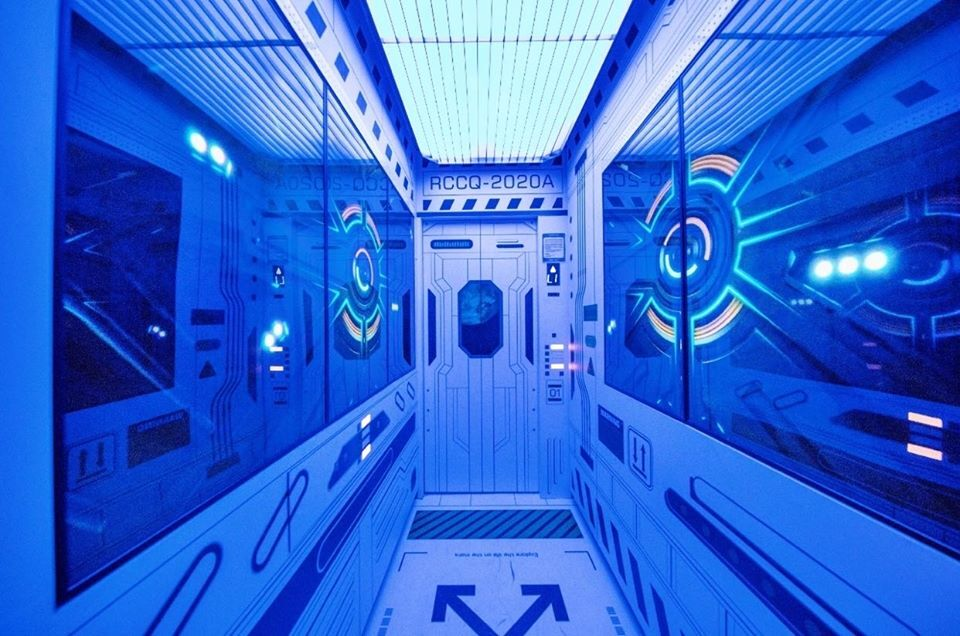Thang máy sẽ đưa du khách lên tầng 47 trong 50 giây, để ra đài quan sát.