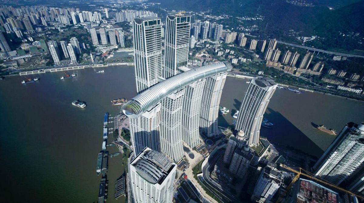 Tổ hợp có 8 tháp, trong đó 6 tòa cao 250 m và hai tòa cao 350 m, bao gồm khu nhà ở, chung cư cao cấp, văn phòng, căn hộ dịch vụ và khách sạn. Công trình hoàn thành sau 6 năm xây dựng, với kinh phí khoảng 3,4 tỷ USD.