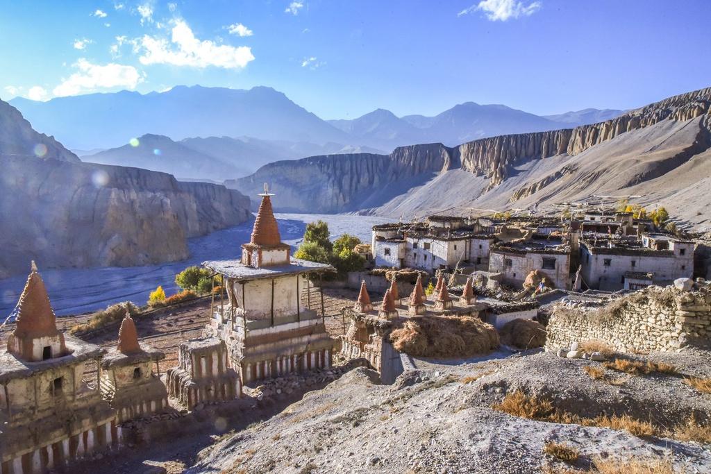 """Từng là vùng đất Phật giáo độc lập gọi là """"vương quốc Lo"""", Mustang sáp nhập vào Nepal cuối thế kỷ 18. Tuy nhiên, đến năm 1950, vương quốc này mới thực sự từ bỏ quyền độc lập. Năm 2008, chế độ quân chủ ở Lo chính thức chấm dứt khi Nepal trở thành nước cộng hòa. Ảnh: Namasadventure."""