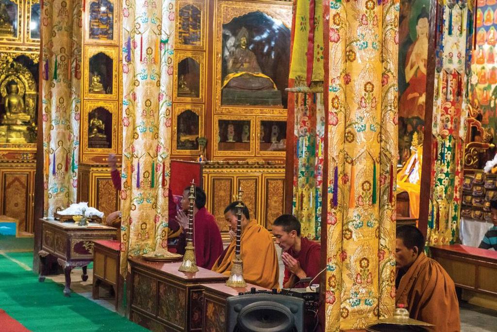 Từng là một phần của đế chế Tây Tạng, vương quốc Lo có văn hóa, tôn giáo và ngôn ngữ liên quan mật thiết đến nền văn hóa Tây Tạng nguyên thủy. Trong đó, Phật giáo là tôn giáo có vị trí rất quan trọng đối với người Lo. Tôn giáo, cầu nguyện và lễ hội là phần không thể thiếu trong cuộc sống. Ảnh: Margie Thomas.