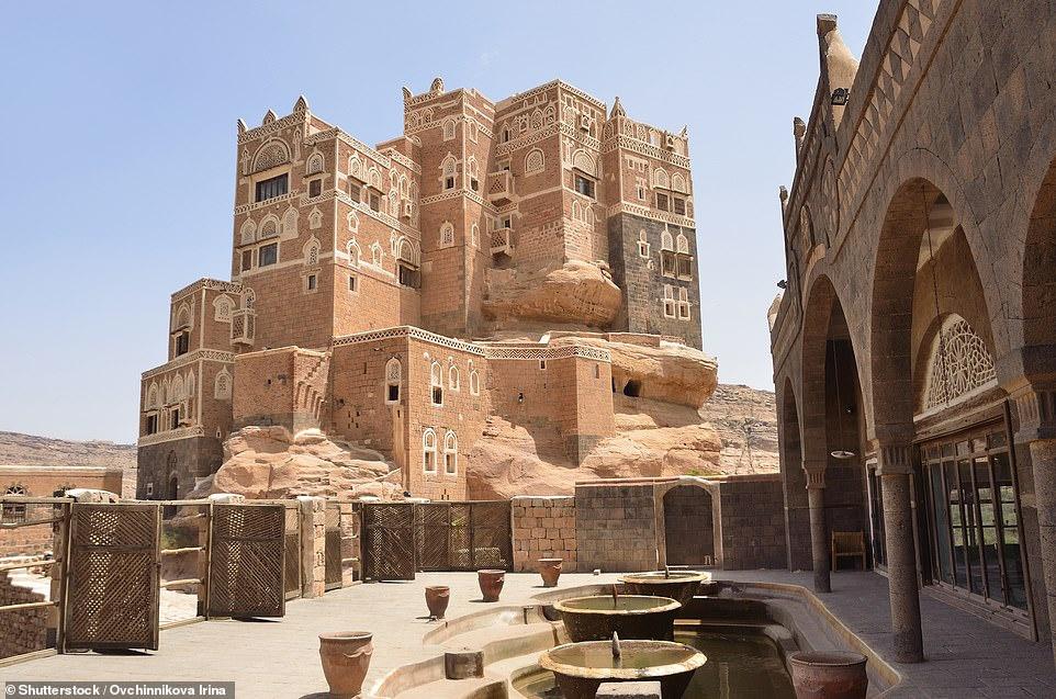 Cung điện vẫn thuộc quyền sở hữu của hoàng gia Yemen cho đến cuộc cách mạng năm 1962 của đất nước. Giờ đây, nơi này là bảo tàng du khách khắp mọi nơi đổ về, tham quan các phòng và khám phá mê cung cầu thang.