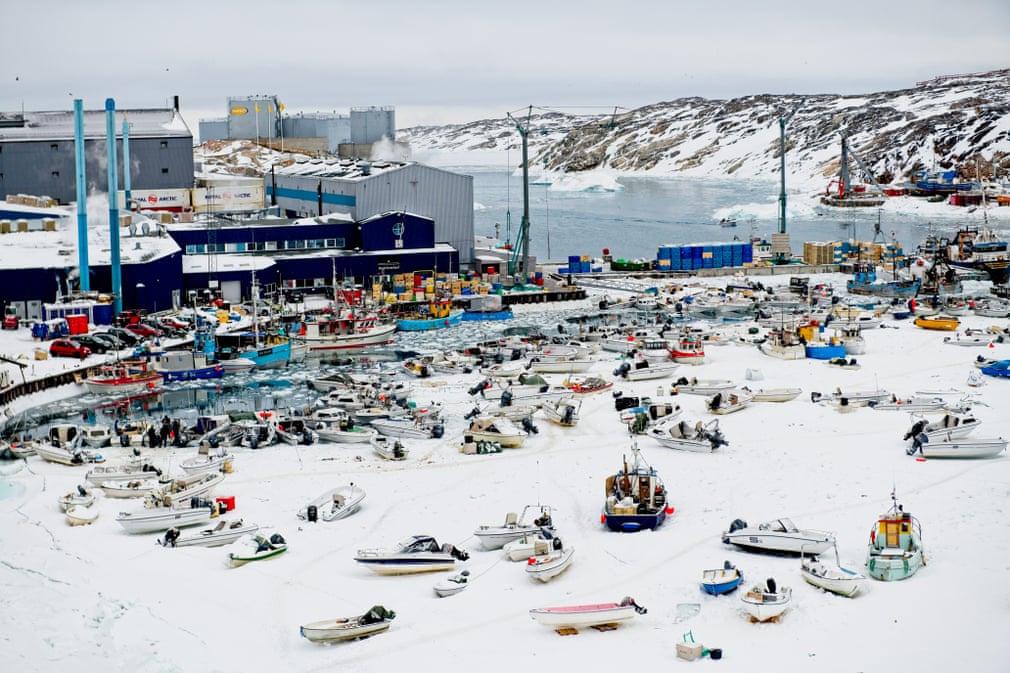 Bến cảng Ilulissa là điểm đến nổi tiếng của những con tàu du lịch. Geraldine Westrupp, người sáng lập và tổ chức các hành trình du lịch quy mô nhỏ tại đây cho biết ông đang bỏ các chuyến tàu khởi hành mùa thu và chỉ chạy vào mùa đông (khi các tàu du lịch ngừng hoạt động) nhằm tìm kiếm sự yên tĩnh, tránh đám đông hành khách ghé qua thành phố.