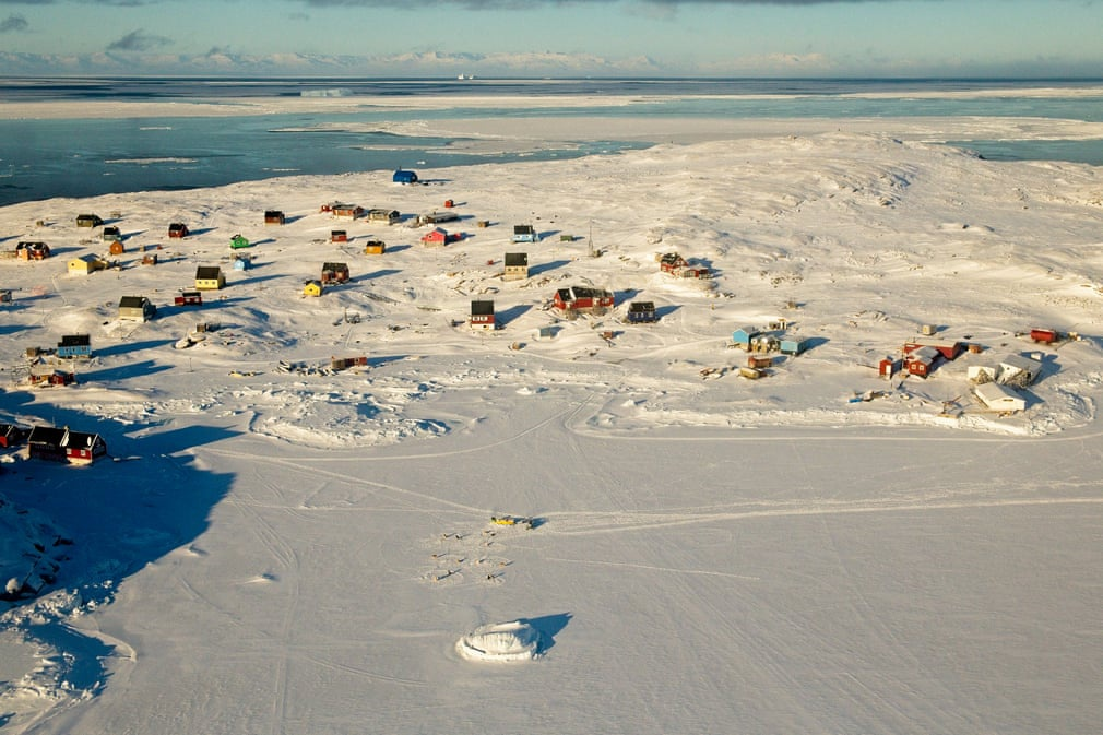 Điểm đến này cũng có khách sạn phục vụ khách du lịch. Bạn có thể lựa chọn lưu trú tại nhà khách Nordlys, nơi được điều hành bởi cựu thị trưởng Ilulissat.