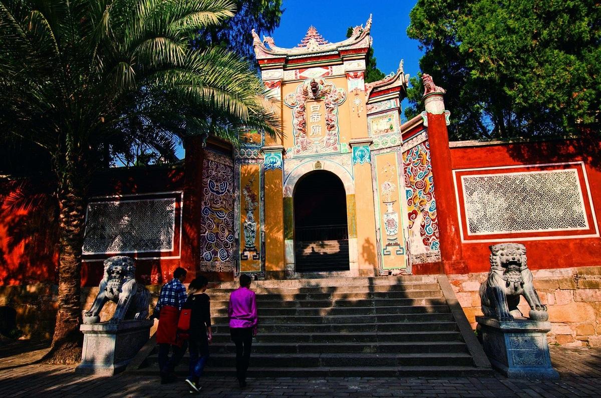 Thành Bạch Đế (Baidicheng), nằm bên bờ sông phía bắc được bao quanh bởi nước ở 3 phía. Đây là danh lam thắng cảnh nổi tiếng với phong cảnh đẹp, từng xuất hiện trong nhiều tác phẩm thơ, văn xuôi qua các thời đại như Xuân Thu và Chiến Quốc. Ảnh: BBS.