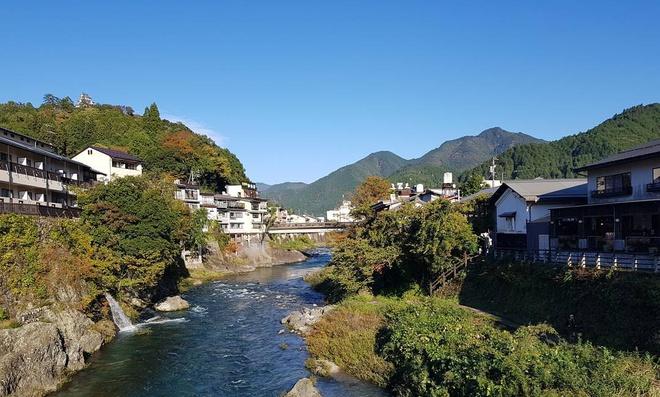 Đứng đầu danh sách 14 điểm đến hấp dẫn châu Á là Gifu - một tỉnh nằm ở miền Trung Nhật Bản. Mặc dù chỉ cách Tokyo vài giờ đi tàu, nơi đây vẫn còn tương đối hoang sơ với những dòng sông, con suối màu ngọc lam, các thị trấn còn lưu giữ lối sống truyền thống. Tới đây, bạn có thể tìm hiểu về lịch sử, các làng nghề thủ công và ngắm cảnh... Ảnh: Nathalielaurentevargas.
