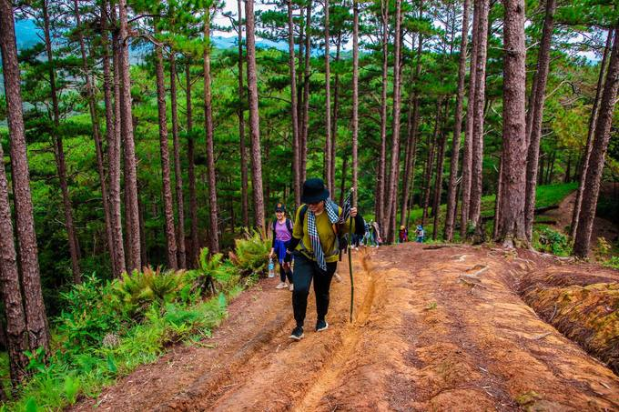 trekking-ta-nang-mua-co-phu-xanh-ca-ngon-doi-iVIVU-10