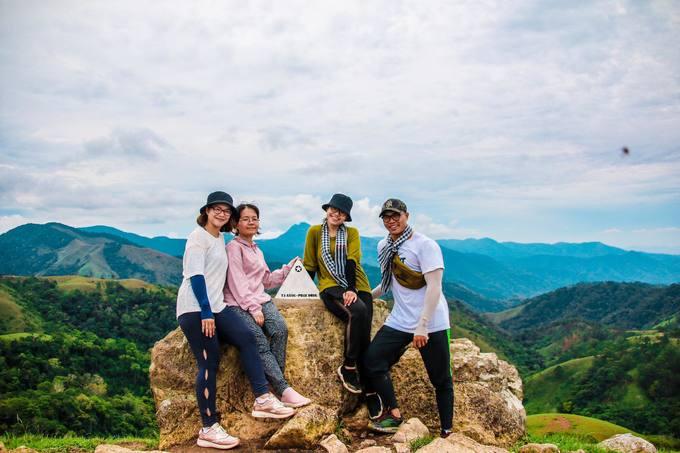 trekking-ta-nang-mua-co-phu-xanh-ca-ngon-doi-iVIVU-9