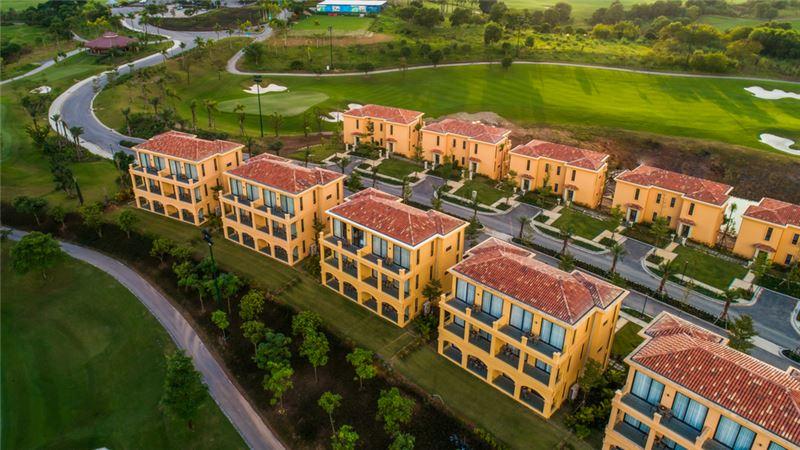Wyndham-Sky-Lake-Resort-Villas-Ha-Noi-ivivu-2