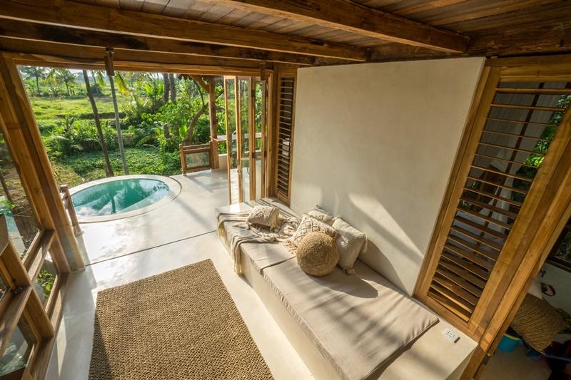 tan-huong-ky-nghi-tai-resort-giua-rung-ram-Skai-Joglo-Bali-ivivu-1