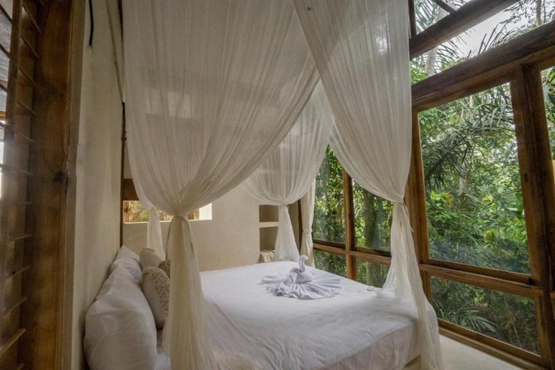 tan-huong-ky-nghi-tai-resort-giua-rung-ram-Skai-Joglo-Bali-ivivu-3